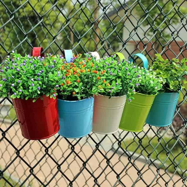 Chậu trồng hoa bằng nhựa đang trở thành xu hướng lựa chọn của người dân