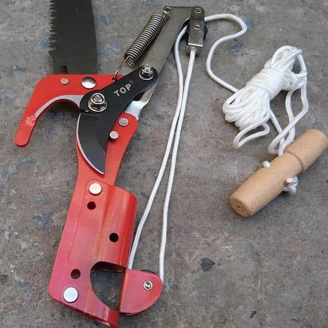 Kéo cắt cành trên cao được thiết kế với nhiều chức năng.
